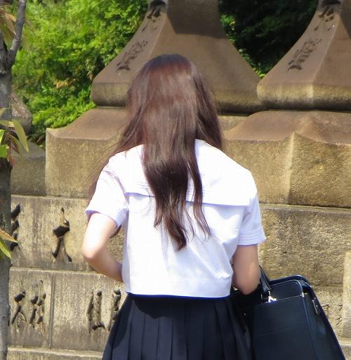 制服の白シャツのワキ汗が気になる男子高生・女子高生必須のデオドラント