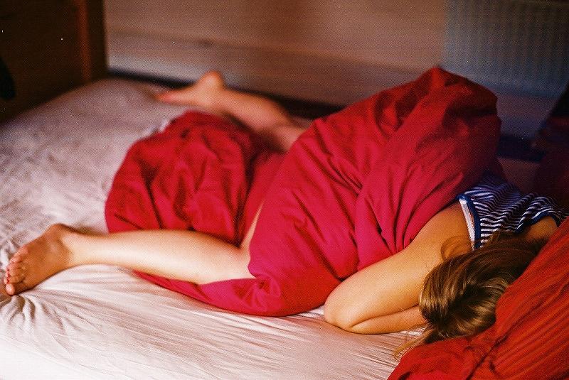 ワキのニオイ対策なら就寝前にデオドラント剤を使えばニオイ・汗ジミ対策抜群!